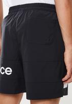 New Balance  - Optiks woven logo short - black