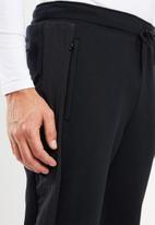 New Balance  - Optiks  track pant - black