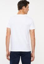 GUESS - Triangle short sleeve tee - white