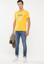 GUESS - Triangle short sleeve tee - yellow