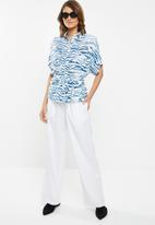 edit - Short sleeve button through - white & blue