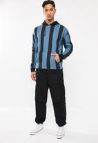 Cotton On - Drop shoulder pullover - blue & black