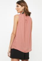 edit - Pleat front vest - pink