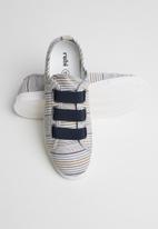 Cotton On - Olsen elastic slip on sneakers - blue