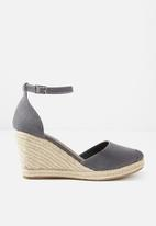 Cotton On - Florence closed toe wedge - charcoal