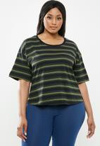 Cotton On - Curve mid sleeve oversized crop - green