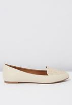 Cotton On - Peta point loafer - neutral