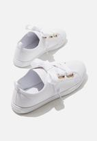 Cotton On - Penelope lace up plimsoll - white