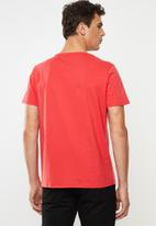 GUESS - Triangle short sleeve tee - red