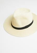 Urban Beach Hats - The karoo hat - cream