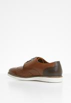 Pringle of Scotland - Ches lace-up brogue - brown