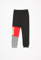 Nike - Nike core pant - multi