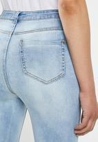 Missguided - Sinner high waisted busted knee jean - blue