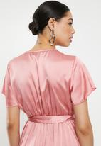 Missguided - Wrap front ruffle midi dress - pink