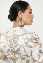 Missguided - High neck chain print aline midi - white & gold