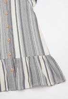 Cotton On - Lola short sleeve - grey & white