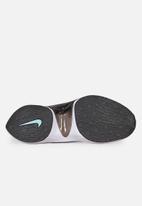 Nike - Dimsix Signal Flyknit