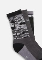 Nike - Nike boys camo socks - grey & black