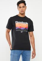Reebok - Cl trail graphic tee - black