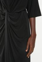 Superbalist - Kimono front knot dress - black