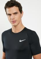 Nike - Nike pro tight short sleeve top - black & white