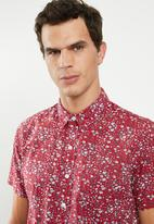 Levi's® - Classic one pocket short sleeve shirt - red