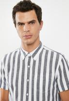 Levi's® - Short sleeve classic one pocket shirt - grey & white