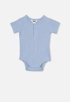 Cotton On - The short sleeve button bubbysuit - blue