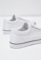 Cotton On - Joey toe cap low rise - white