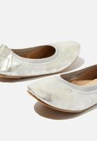 Cotton On - Kids primo flats - silver