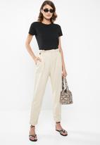 Jacqueline de Yong - Amber high paperwaist linen pants - beige