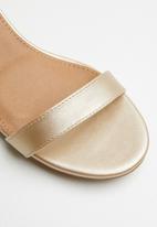 Cotton On - Lola low block heel - gold