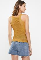 Jacqueline de Yong - Hubba short sleeve top knit - yellow