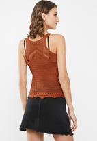 Jacqueline de Yong - Hubba short sleeve top knit - rust