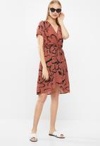 Vero Moda - Milona wrap dress - rust & black