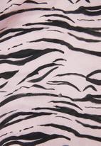 Superbalist - Printed sleep romper - pink & black