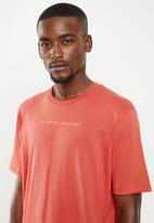 Under Armour -  Under Armour shaped graphic tee - red