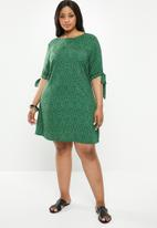 Superbalist - Sleeve detail shift dress - green
