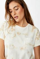Cotton On - Chopped pockets tie dye T-shirt - cream & brown