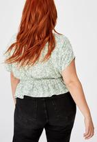 Cotton On - Curve the ultimate tea blouse - green & white