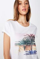 Cotton On - Classic photo short sleeve tee malibu palm - white