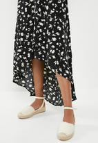 Missguided - High low wrap midi dress floral - black