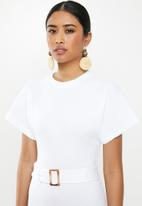 Missguided - Rib tortoiseshell belted midi dress - white