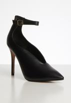Superbalist - V-vamp stiletto court - black
