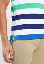 POLO - David custom fit short sleeve engineered stripe golfer - green & blue