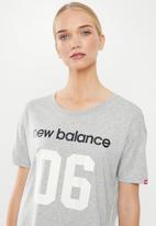 New Balance  - Stadium boxy tee - grey