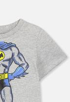Cotton On - Short sleeve licence cape tee - grey & blue