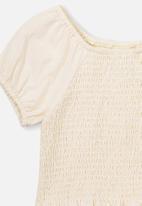 Cotton On - Silvia short sleeve shirred top - dark vanilla