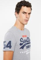Superdry. - Premium goods tri tee - grey