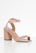 Steve Madden - Faux leather block heel sandal - rose gold